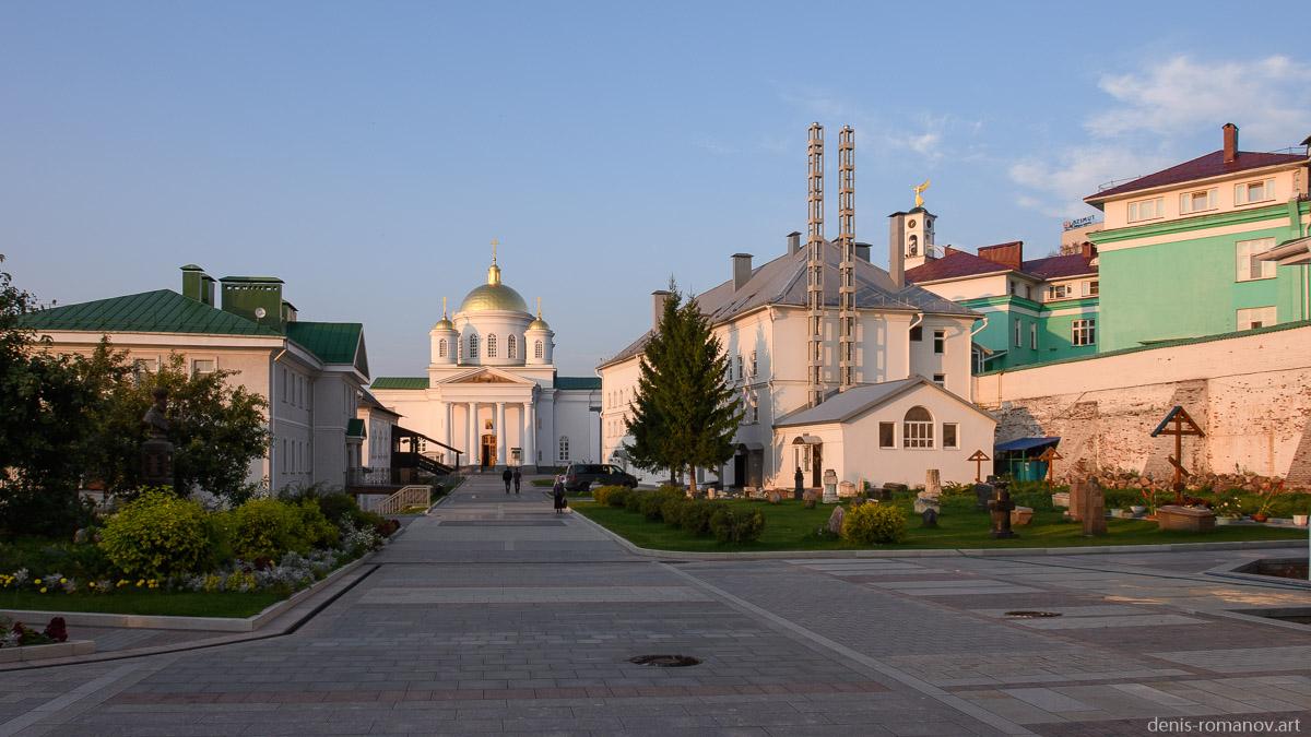 Внутри Благовещенского монастыря