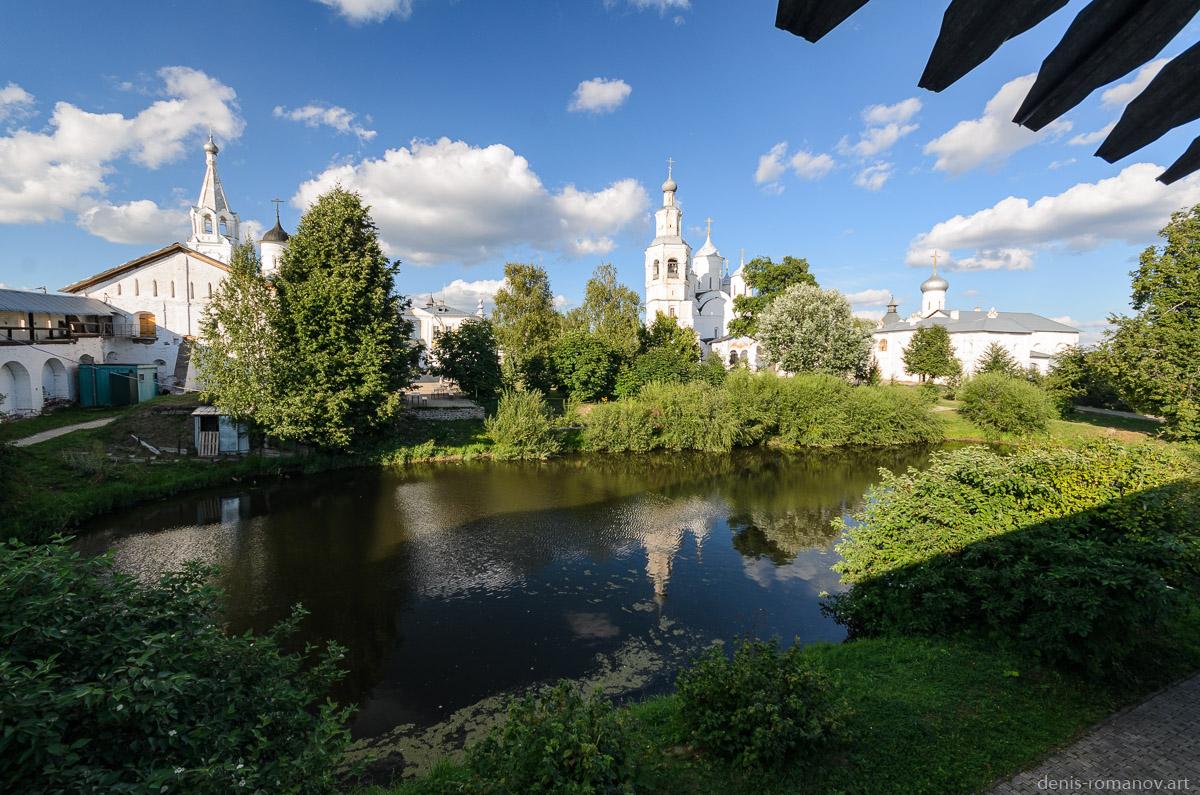 Спасо-Прилуцкий Димитриев монастырь - пруд