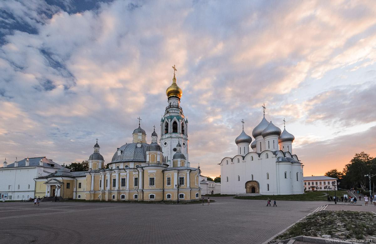 Соборная площадь в Вологде